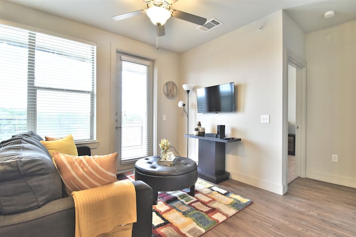Corporate 1Bd/1Br Fully Furnished Apt with Parking