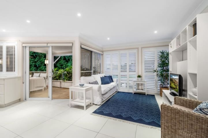 Bay side luxury accommodation.