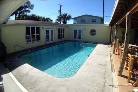 Pool- Beautiful Palmway, Near Ocean - Lake Worth