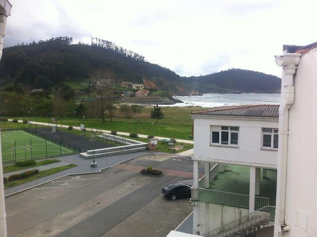 Atico en linea de playa - O Porto de Espasante - Apartemen