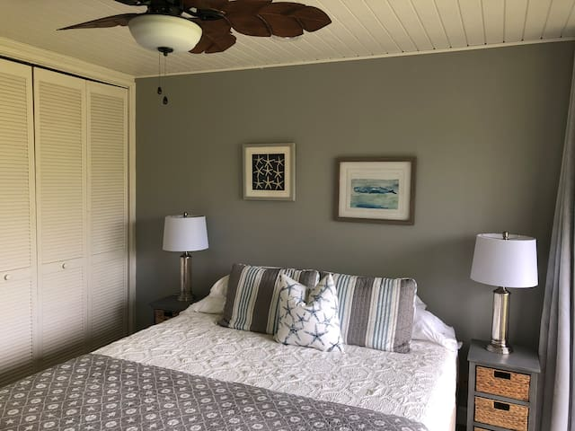 30 day rental Newly Owned & updated 2bd Turtle Bay