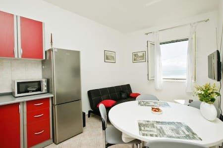 Lovely apartment close to the beach (4+1) - Kaštel Štafilić - 公寓