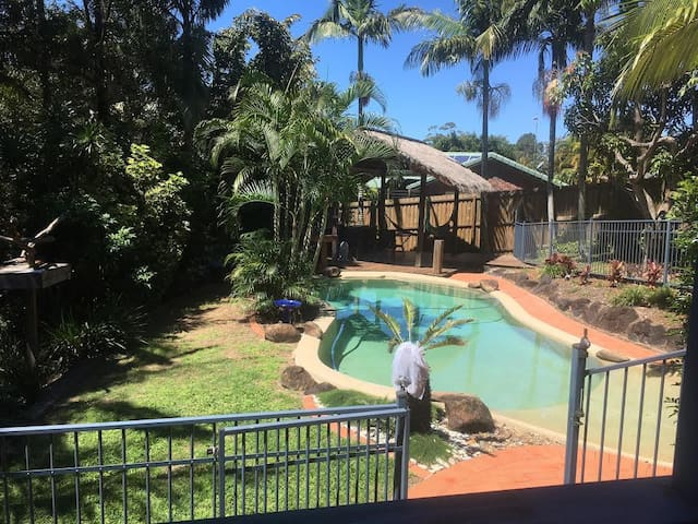 Tropical Spacious Cool 2-bed couples/family apt