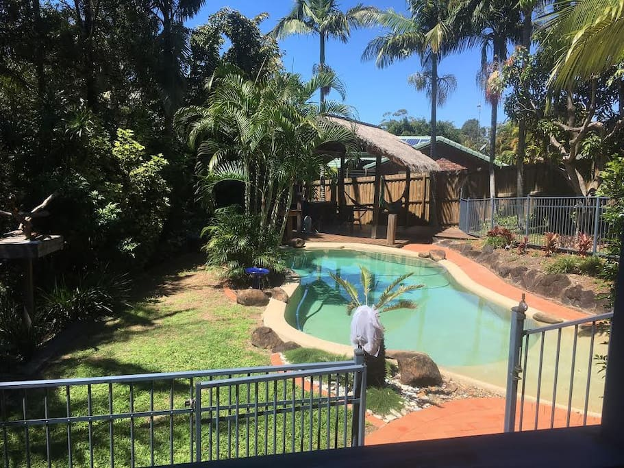 Pool, lapa, gardens.