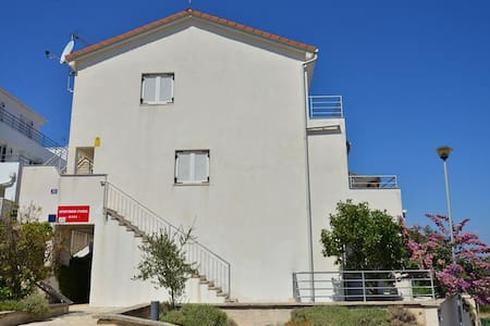 Apartments Funda / Two Bedrooms Mars 1 - Necujam