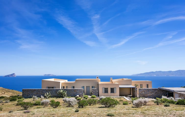 Villa Infinity - Breathtaking Views by the Cliff