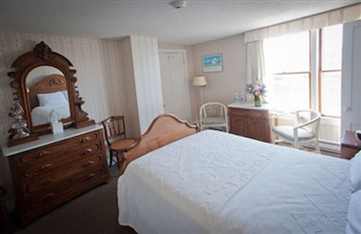 East Wind Inn-11 · DELUXE ROOM - MEETING HOUSE - DOUBLE #22