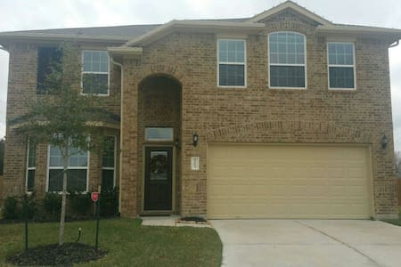 New home only 1 year old! Clean!!! Super Bowl 2017 - 湯博爾(Tomball)