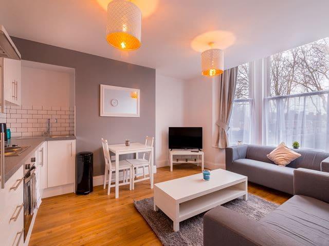Modern 2 Bedroom Flat