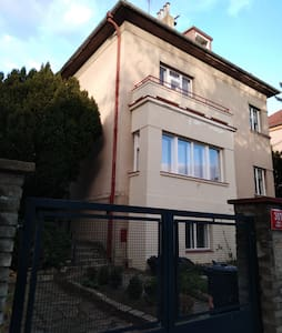Apartment in house with private parking and garden