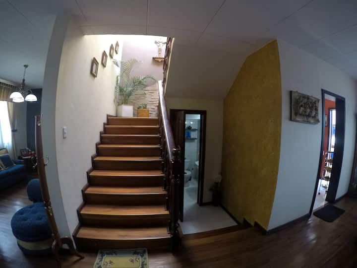 Large house with private rooms, Cuenca