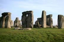 Stonehenge. Twenty minutes away. https://twitter.com/StonehengeTour/status/1021856398836228101?s=19
