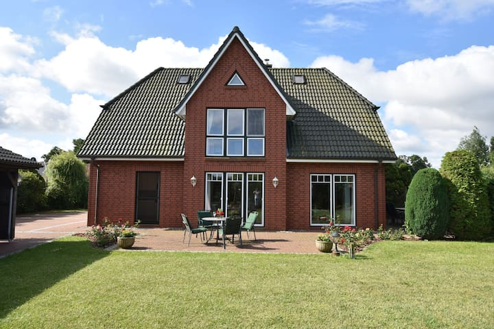Exclusive holiday home in the typical Friesian style with fireplace