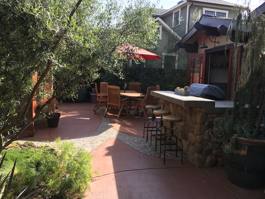 Outdoor grill, patio table and ample seating to enjoy the California sunshine!
