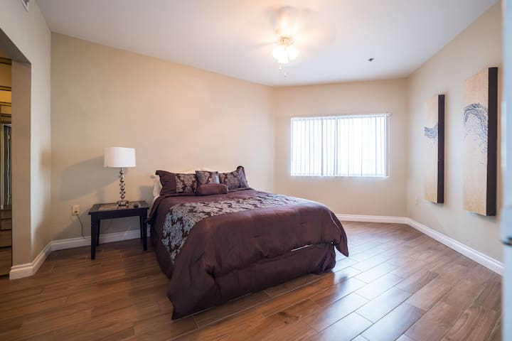(C605)Apartment Across from LVCC & CES!!
