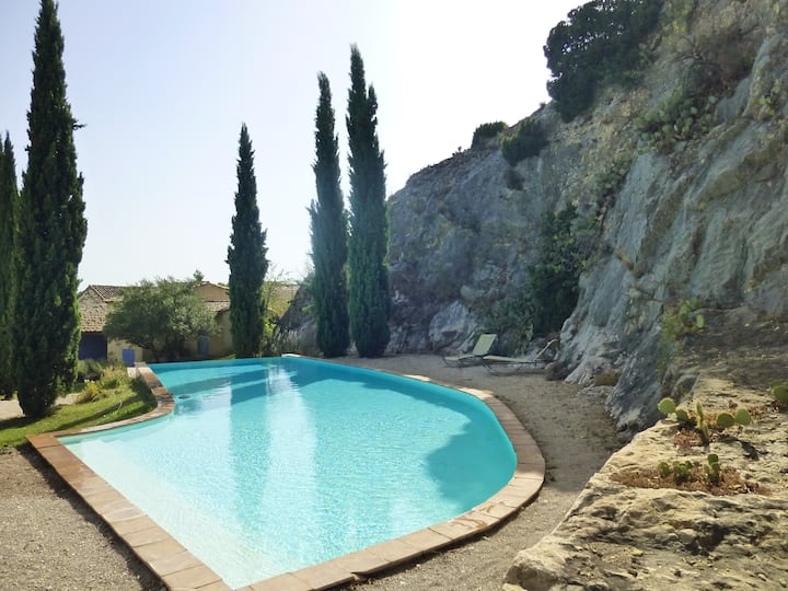House in small paradise in Provence