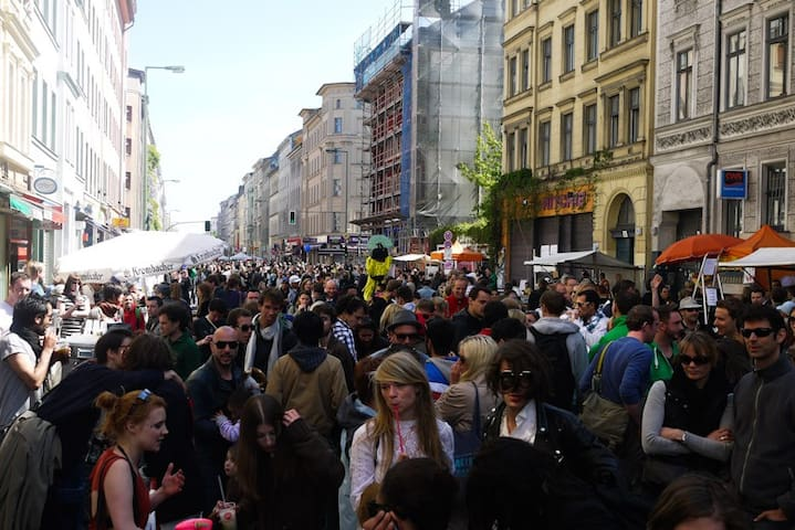 May 1st is one of the biggest events of Kreuzberg: street music, finger food, fresh made cocktails!