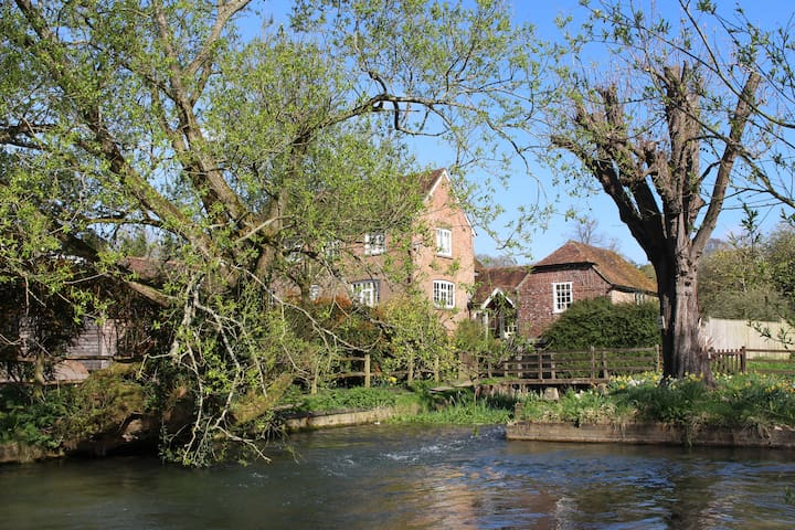 Group Stay at the Mill Droxford 6/8 people