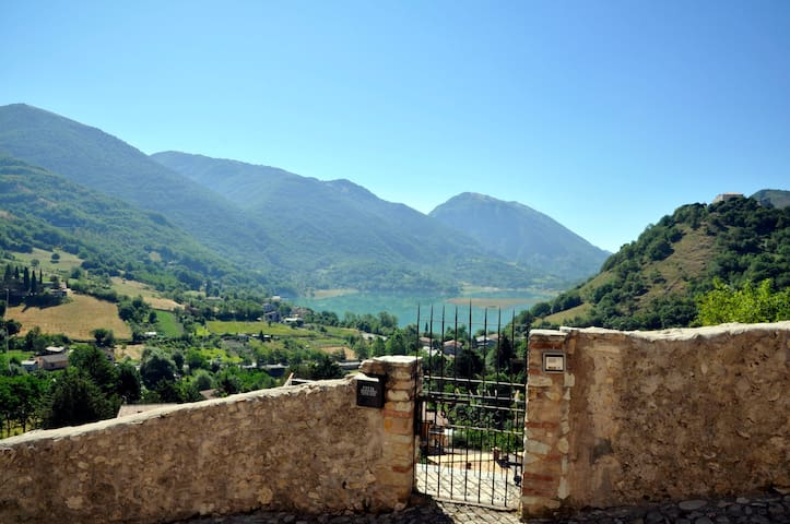 STONE HOUSE Lake & Mountain view - 100% Relax! - Castel di Tora, Rieti - Casa