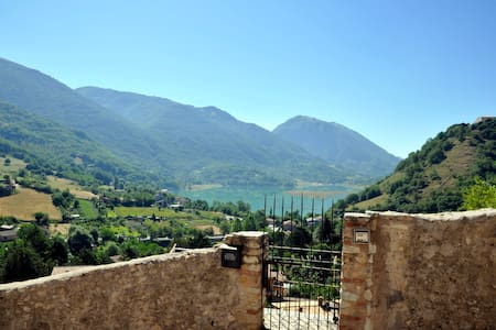 STONE HOUSE Lake & Mountain view - 100% Relax! - Castel di Tora - Rumah