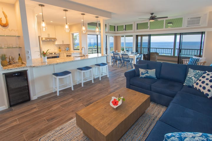 Villa 1921-22 NEW! Rare, three bedroom Platinum Level remodeled townhouse featuring premier ocean views!