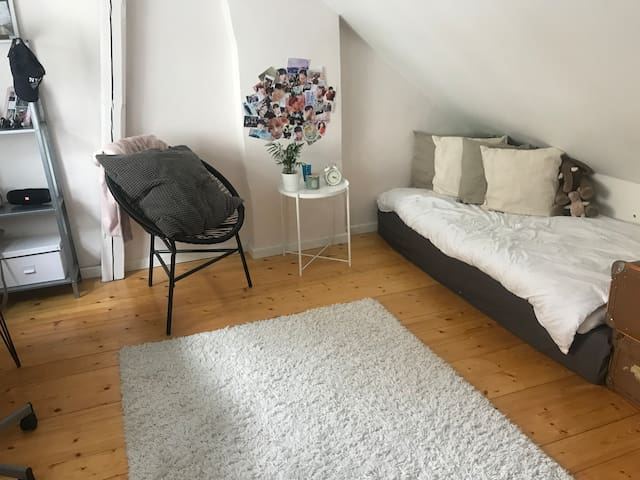 Bedroom with 2 single beds. Suitable for children. Window to balcony.