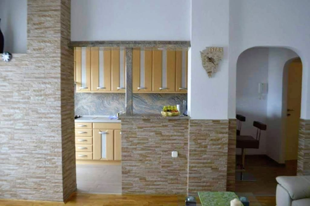 Fully equipped open and bright kitchen