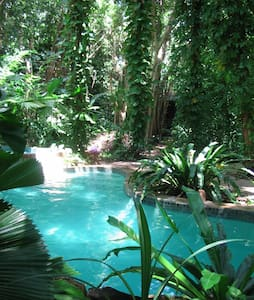 RAINFOREST COMMUNE  RIGHT NEAR TOWN - Coconut Grove - 獨棟