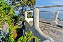 The house's roof: a large oceanfront tropical terrace with tanning area!