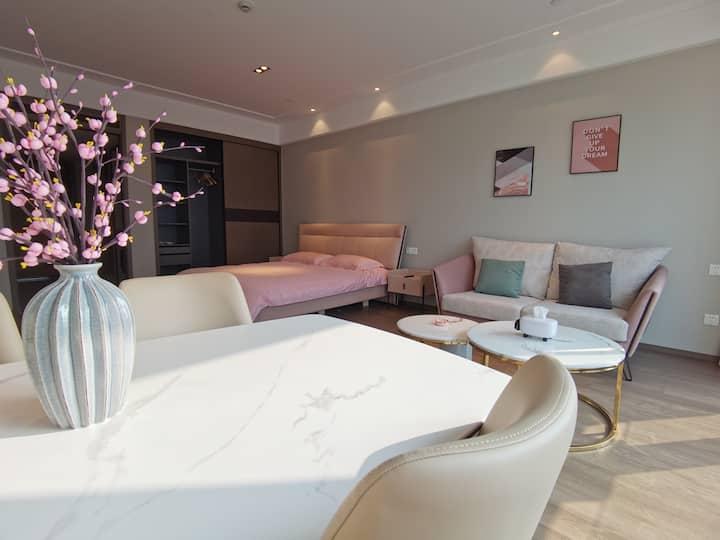 市民广场青悦城旁粉色轻奢大床房