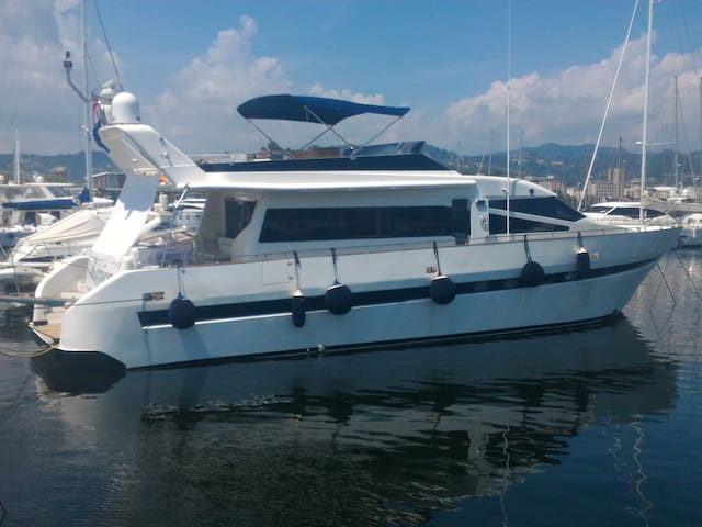 5 Terre - Luxury Yacht - Bed & Breakfast Charter