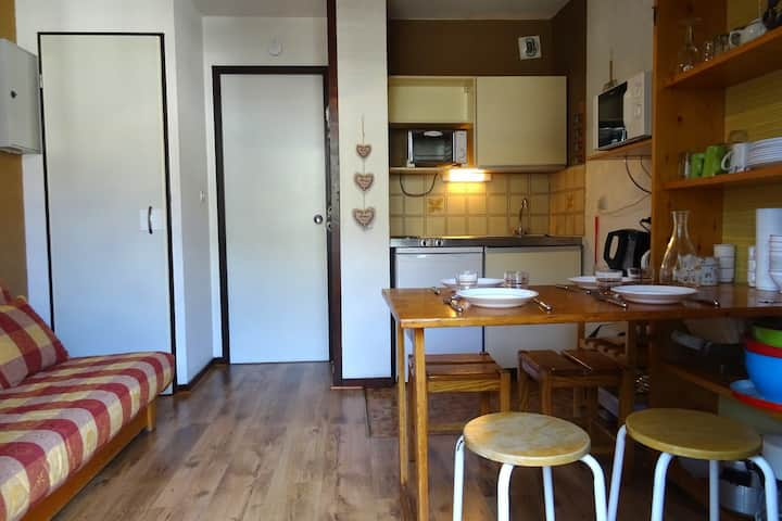 Studio for 2 in a residence with swimming pool close to the funicular in Bourg Saint Maurice