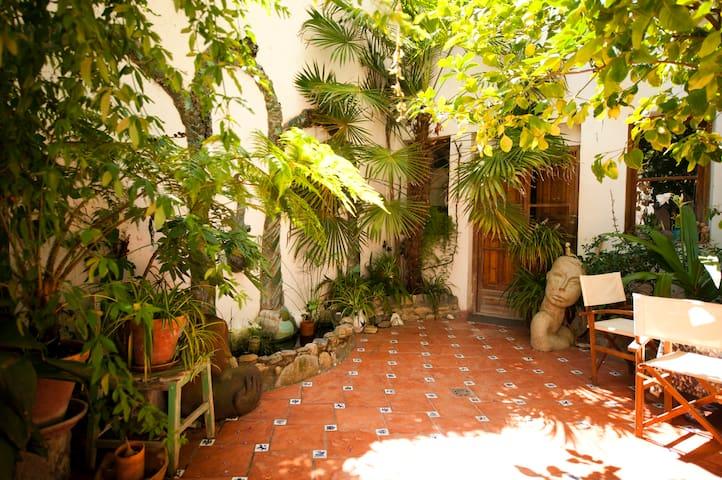 Alhambra Hill B, Central Granada
