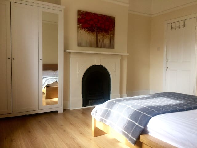 Double room [nº2] in large 4 bed house - Liverpool