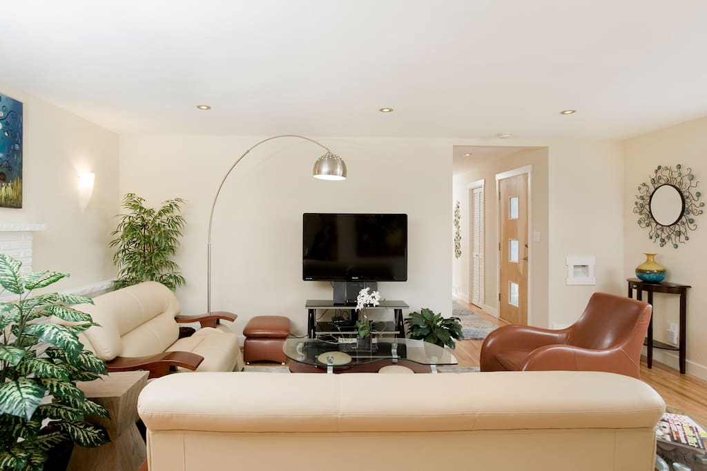 Open, dynamic entertainment living areas, perfect for large or intimate gatherings.