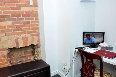 private bdrm & bath room 3 - Toronto - House