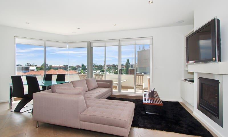IR33 2BR penthouse, views St Kilda - Melbourne - Appartement