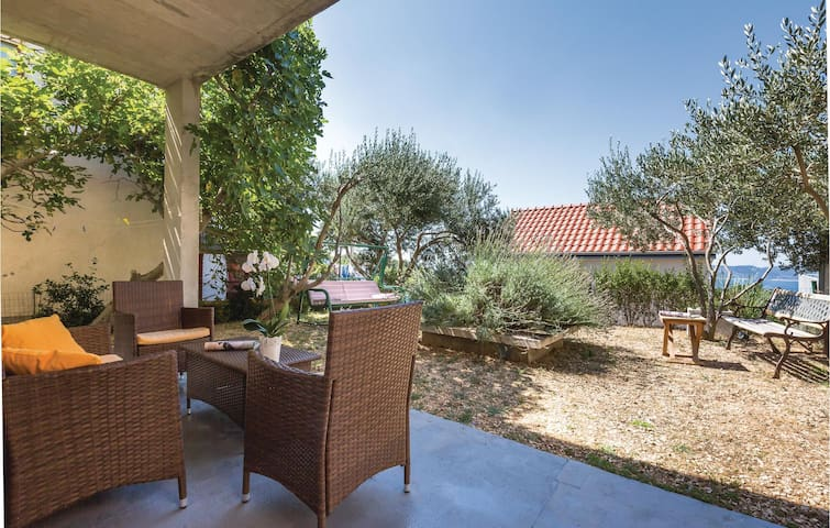 Holiday cottage with 2 bedrooms on 95m² in Brela