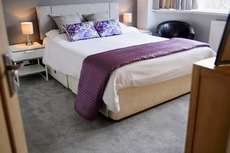 Clean Modern Comfort. Stepping Hill & Stockport