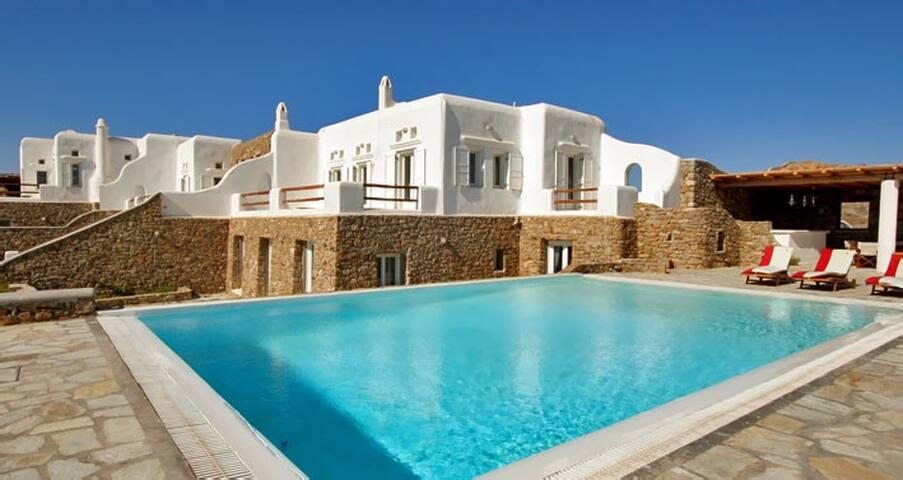 Four bedroom villa in SuperParadise - Klouvas - Villa