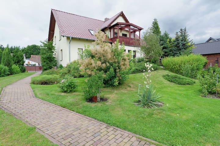 Traumhafte Ferienwohnung mit Garten und Balkon im Spreewald
