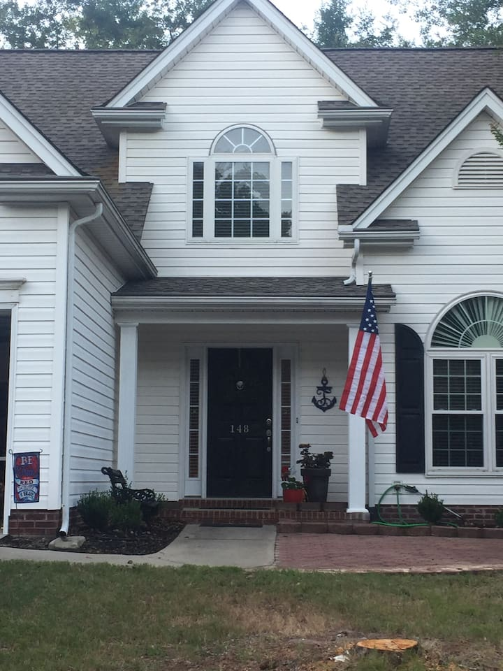 Two story house! Upstairs available for guest! Use of kitchen and laundry available!