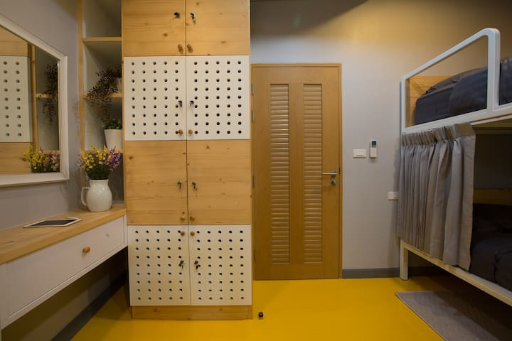 Mix Dorm with personal locker and power plug