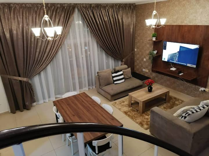 Marina, Luxury private room with attached washroom