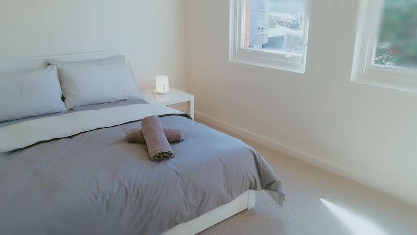 Sunny Clean Room in a Fantastic Location !