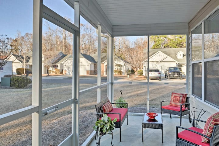 Relax with your loved ones on the screened porch and watch the sunset!