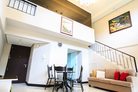 Loft in Mckinley Hill @ fort w/wifi - Taguig City
