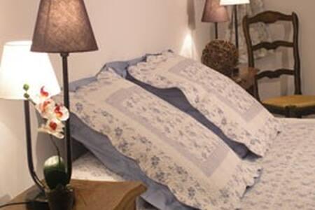Chambre d'hôte top Aix Les Milles - Aix-en-Provence - Bed & Breakfast