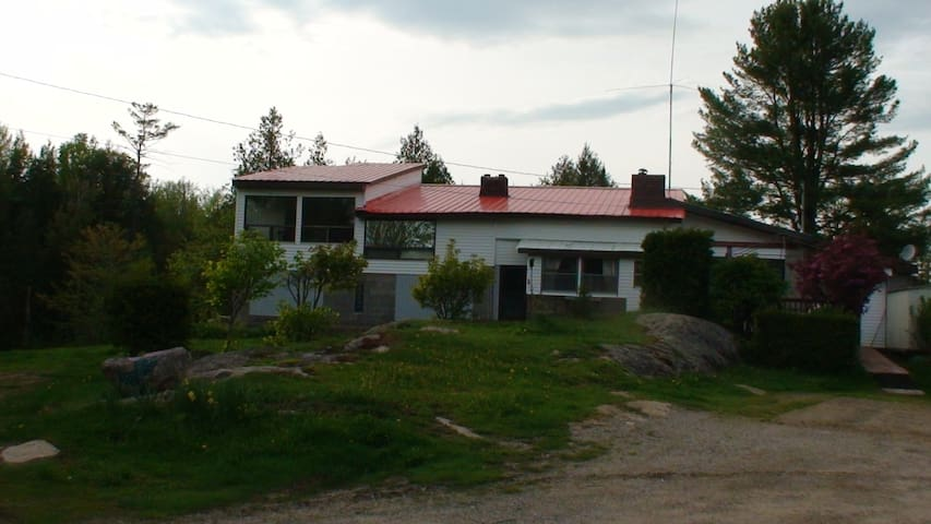Appartment in house on 32 acres lot - Bracebridge - Huoneisto