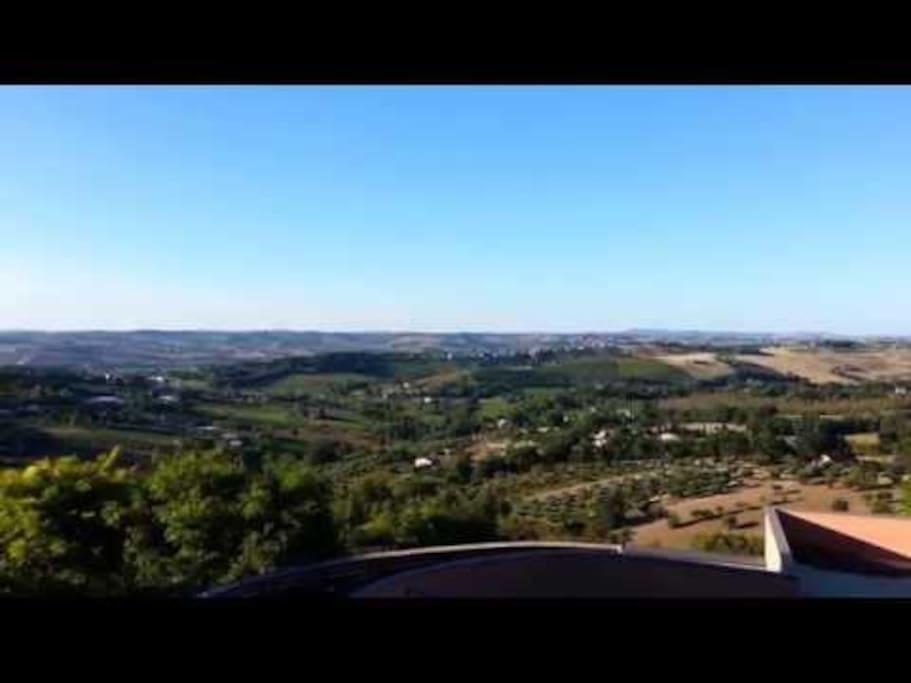 Vista sulle colline dal condominio.